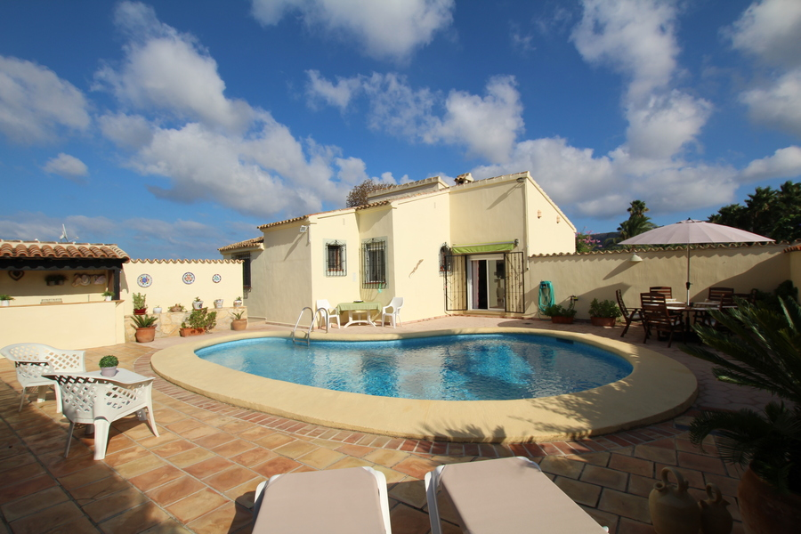 Fabulous Villa overlooking Golf Course to holiday let in Javea