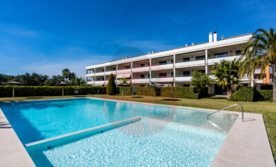 LB008 Modern new 2 bedroom, 2 bathroom apartment located within walking distance to the beach